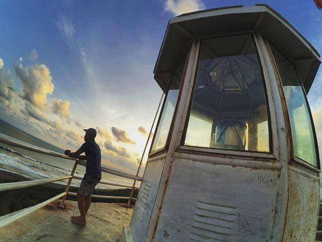 Mercusuar pantai Goa Cemara