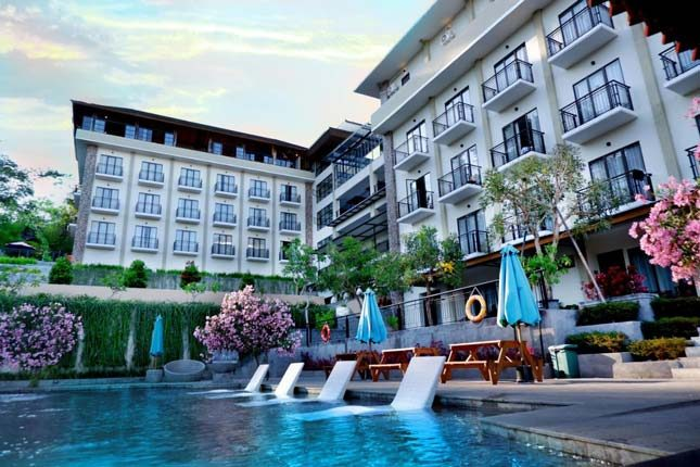 Kolam renang Nava Hotel Tawangmangu