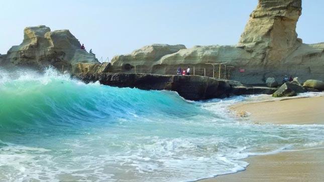 Wisata pantai Klayar di Pacitan Jawa timur