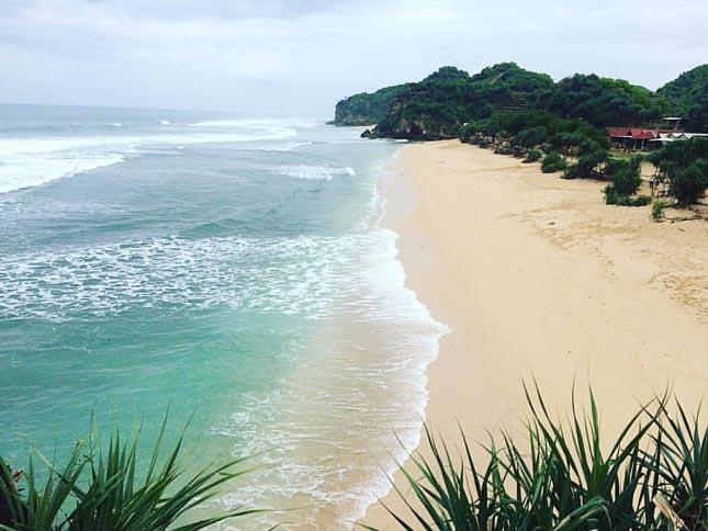 Keindahan pantai Watu Kodok Jogja