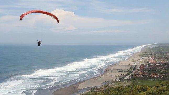 Sensasi terbang menyusuri garis pantai Parangtritis