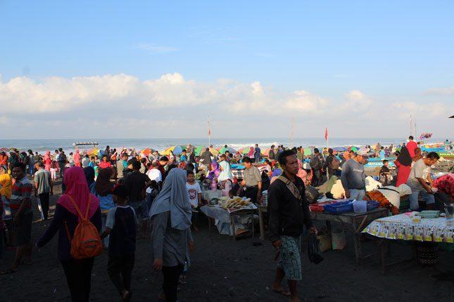 Pasar pagi di pantai Depok Bantul