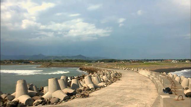 Tetrapod di pantai Glagah