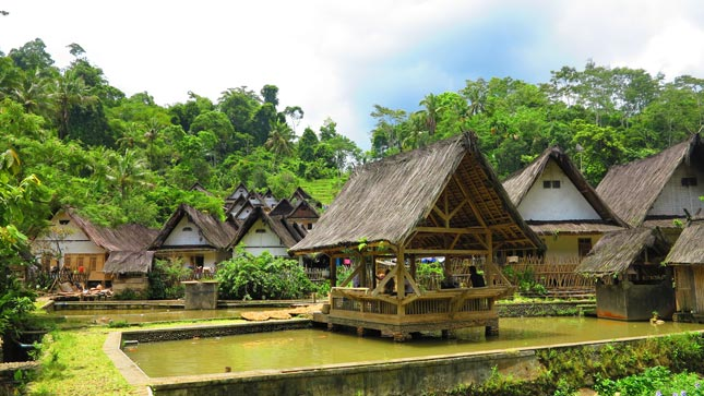 Destinasi wisata alam Kampung Naga Tasikmalaya