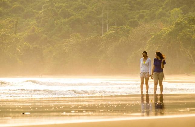 Wisata pantai Bandealit Jember
