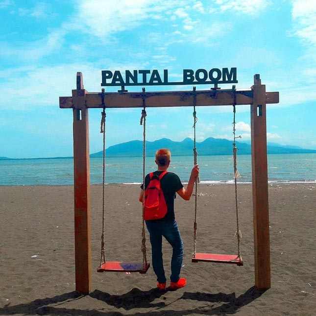 Wisata pantai Boom
