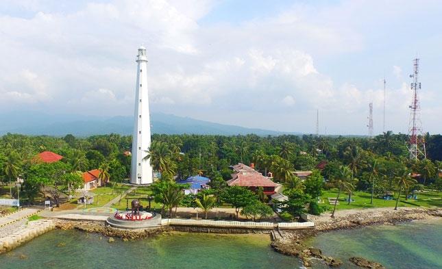 Wisata pantai Cikoneng