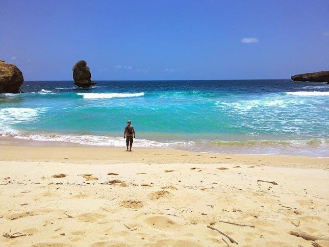 Wisata pantai di Blitar Jawa Timur
