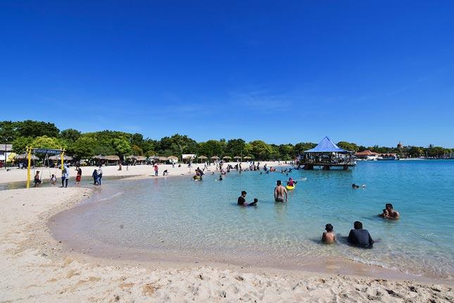 Wisata pantai di Madura Jawa timur
