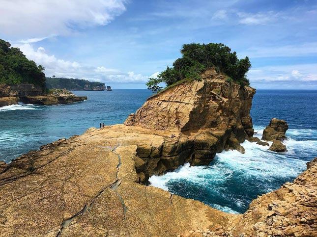 Wisata pantai di Tulungagung Jawa Timur