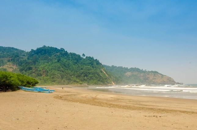 Wisata pantai Jlosutro Blitar