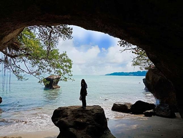Wisata pantai Karang Bolong Anyer
