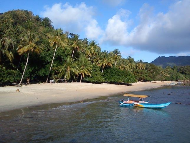 Wisata pantai Karanggongso
