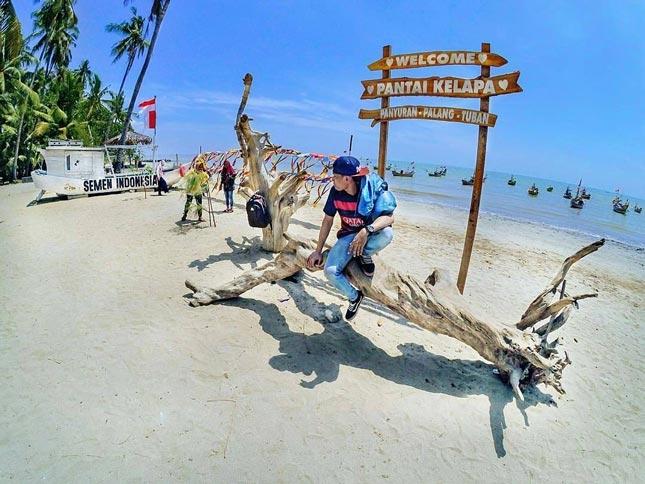 Pantai Kelapa Panyuran Tuban