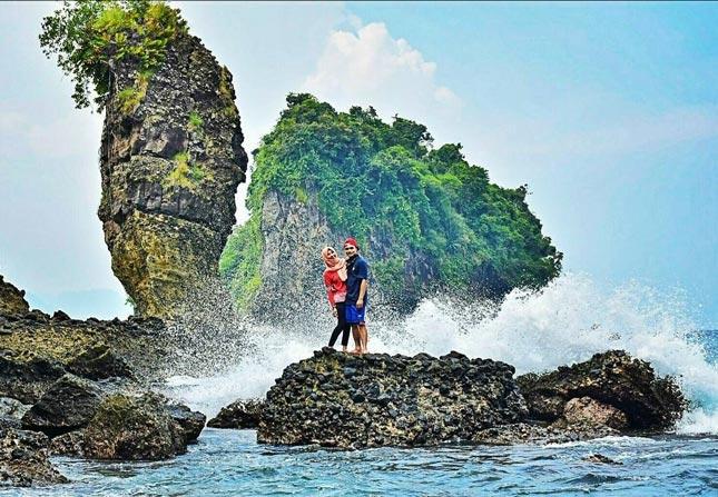 Wisata alam pantai Licin