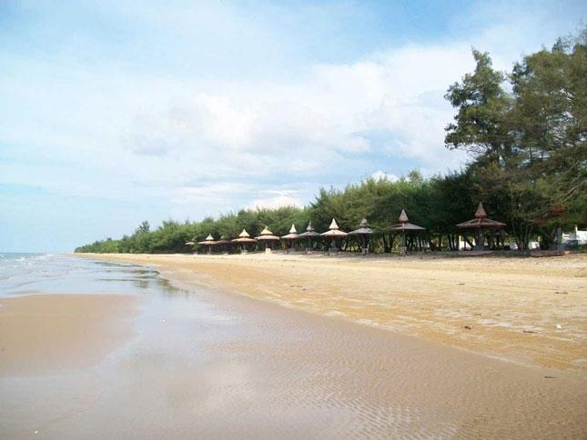 Wisata alam pantai Lombang Sumenep