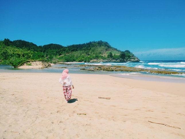 Wisata pantai Molang
