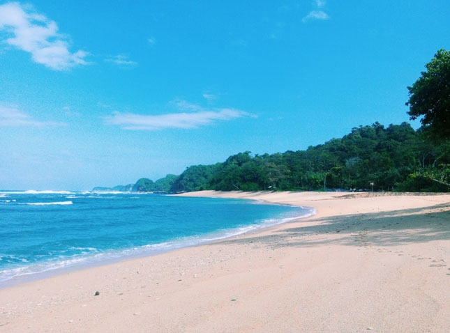 Destinasi pantai Ngliyep Malang