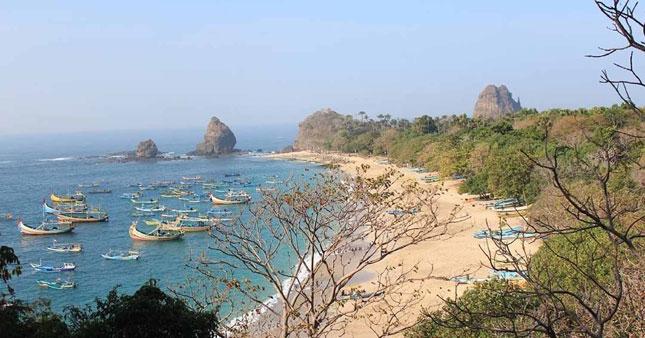Wisata pantai Papuma Jember
