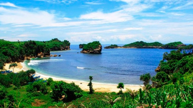Wisata alam pantai Peh Pulo Blitar