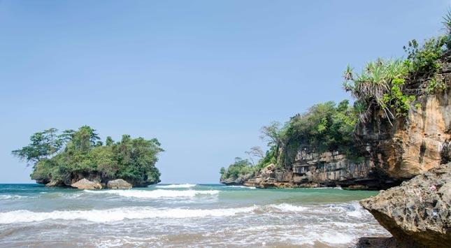 Wisata alam pantai Pelang