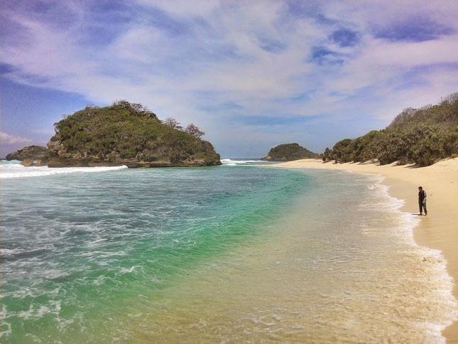 Wisata pantai Pulodoro di Malang