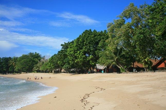 Wisata pantai Sambolo