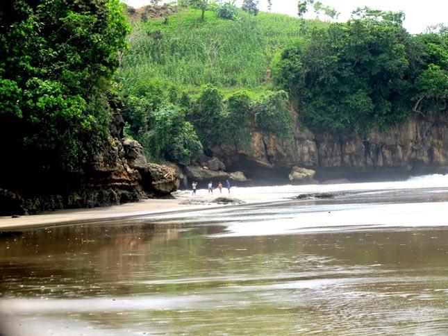Destinasi alam pantai Serang