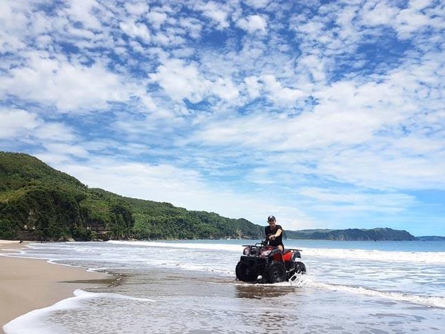 Wisata alam pantai Sine