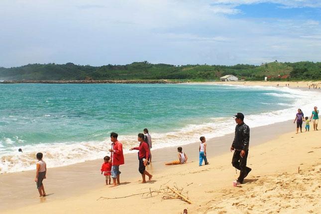 Wisata pantai Tambakrejo Blitar