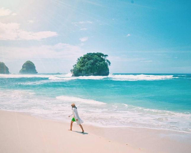 Wisata alam pantai Watu Leter