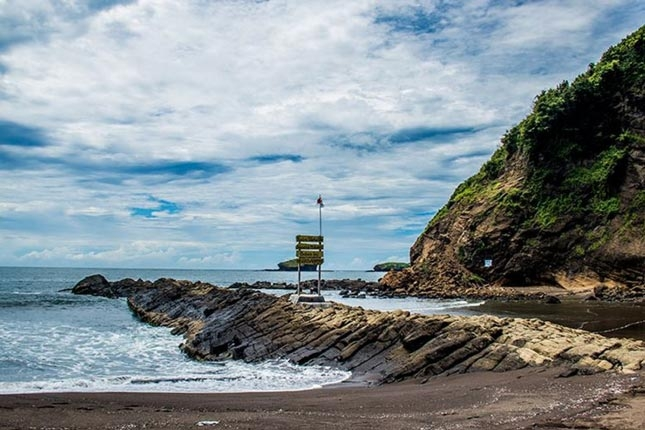Destinasi pantai Watu Ulo