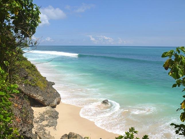 Wisata tersembunyi pantai Balangan