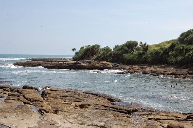 Wisata alam pantai Cicalobak