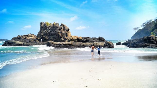 Wisata pantai di Cilacap Jawa Tengah