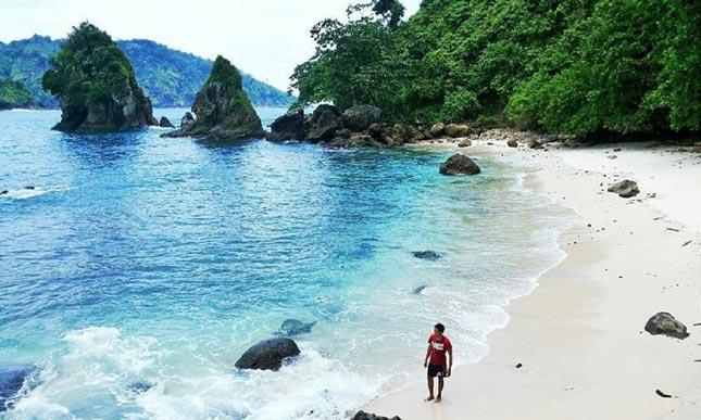 Wisata pantai di Kebumen Jaw tengah