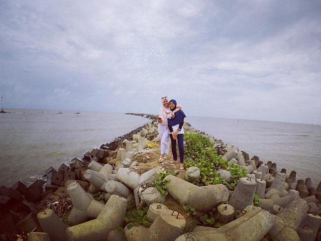 Wisata alam pantai Glayem Indramayu