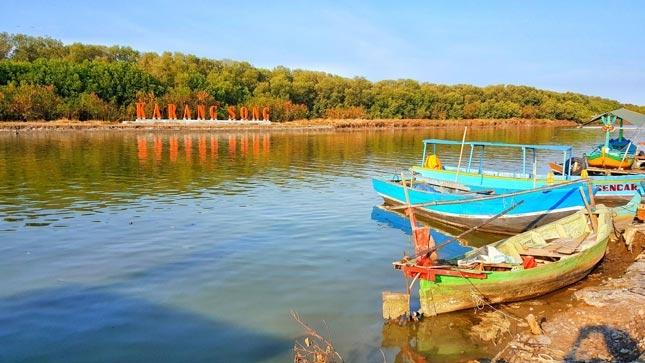 Wisata pantai Karangsong Indramayu