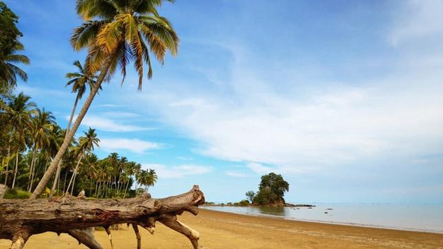 Wisata pantai Kayu Angin Sebatik Kalimantan