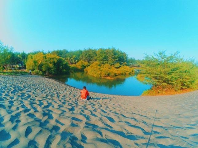 Wisata pantai Laguna Lembupurwo