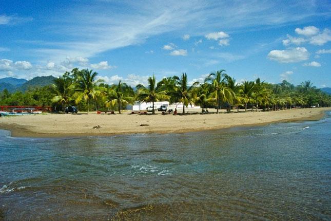 Destinasi pantai Lakban di Sulawesi