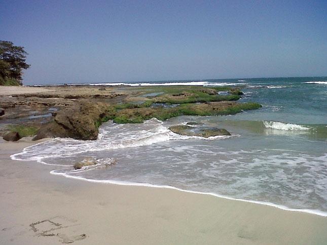 Wisata alam pantai Manalusu