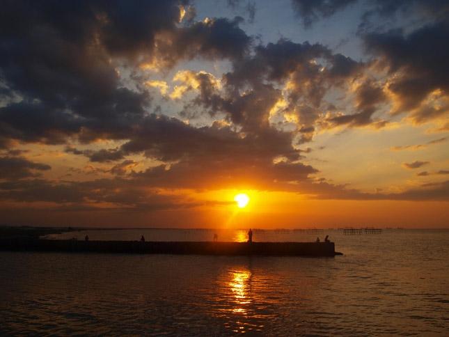 Senja di pantai Maron