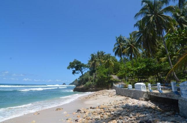 Destinasi wisata pantai Pidakan