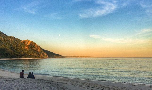 Sunset di pantai pulau Kepa NTT