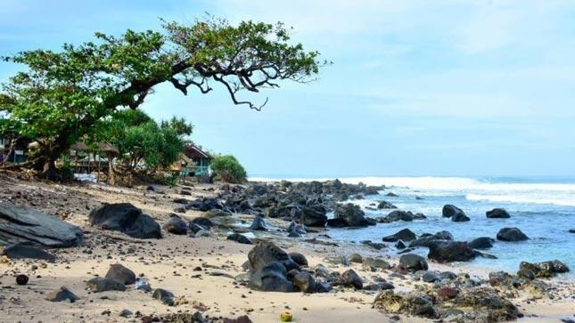 Destinasi alam pantai Rancabuaya