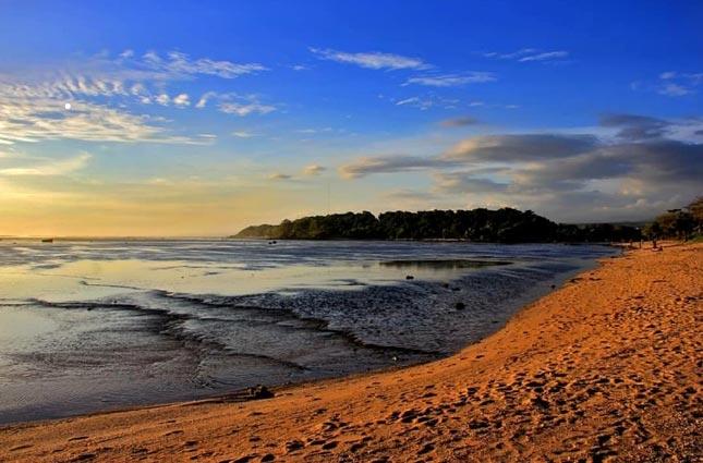 Pantai Sayang Heulang di Garut