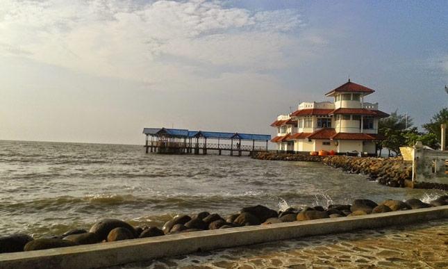 Wisata alam pantai Slamaran Indah