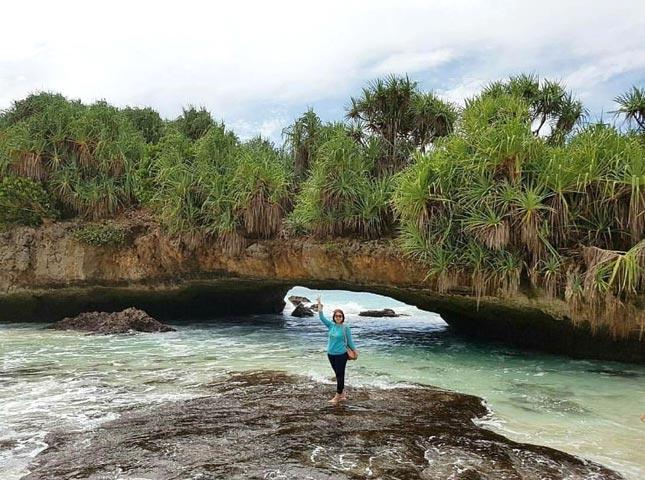 Destinasi alam pantai Srau