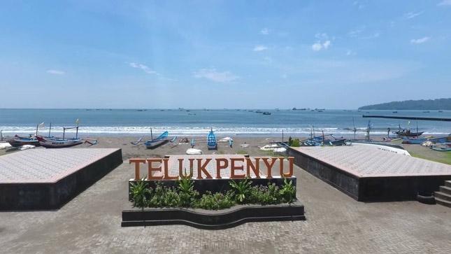 Destinasi pantai Teluk Penyu Cilacap